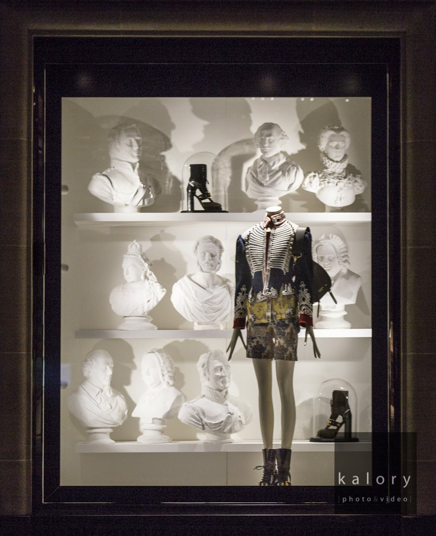 burberry-visual-merchandising-2016