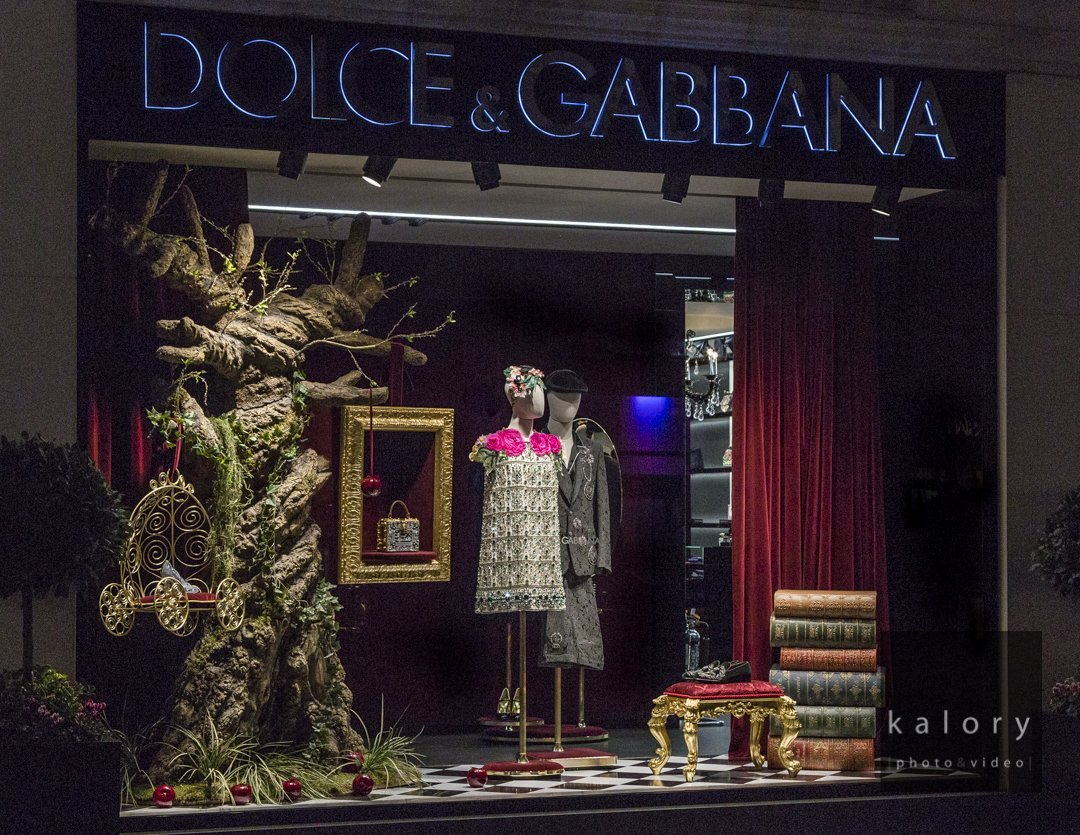 dolce-gabbana-cinderella-display-photographer