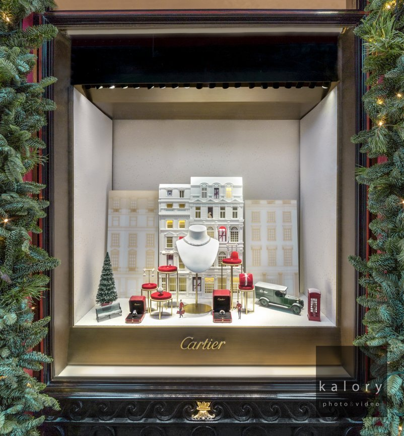 shooting-photograph-of-the-cartier-visual-merchandising-for-christmas-in-london