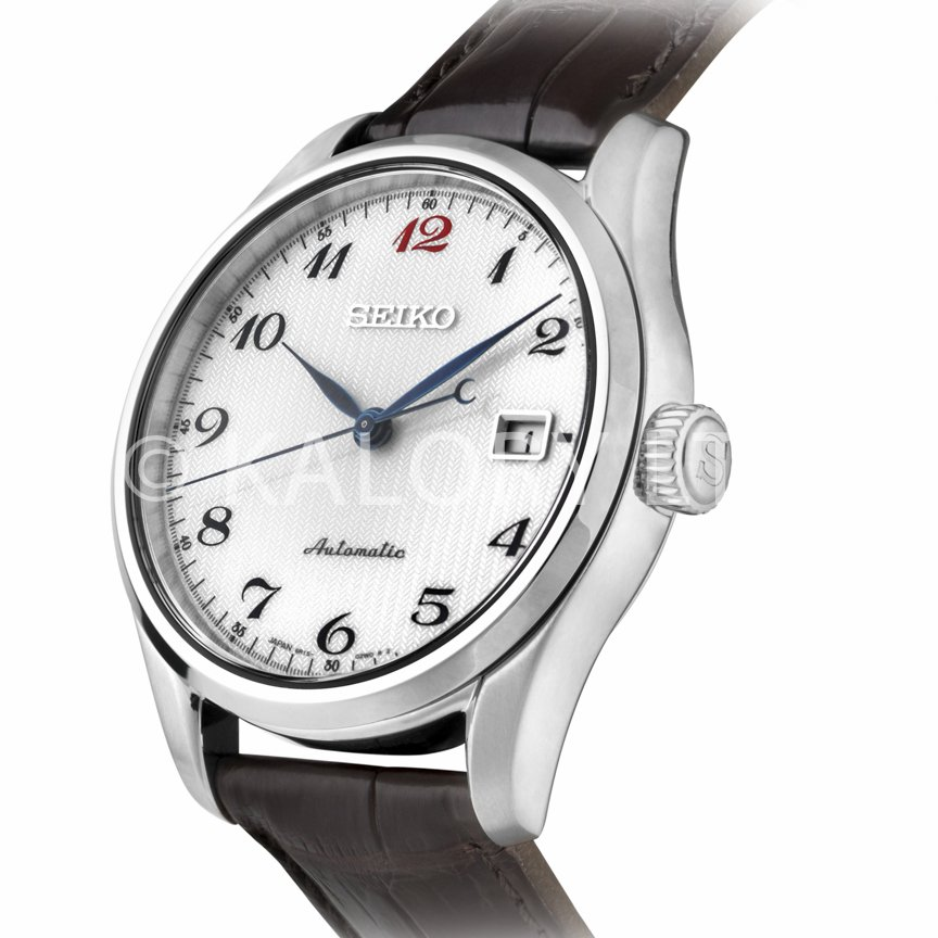 White face and leather strap watch photograph