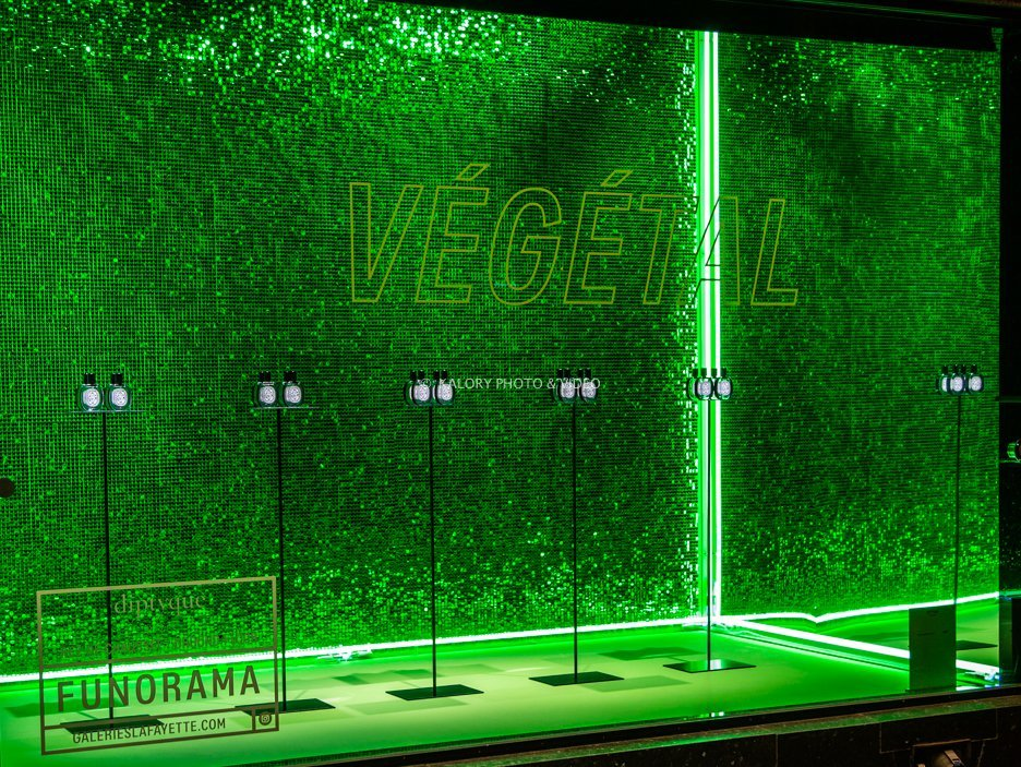Glamerous green windows for a cosmetic brand in a Paris department store.
